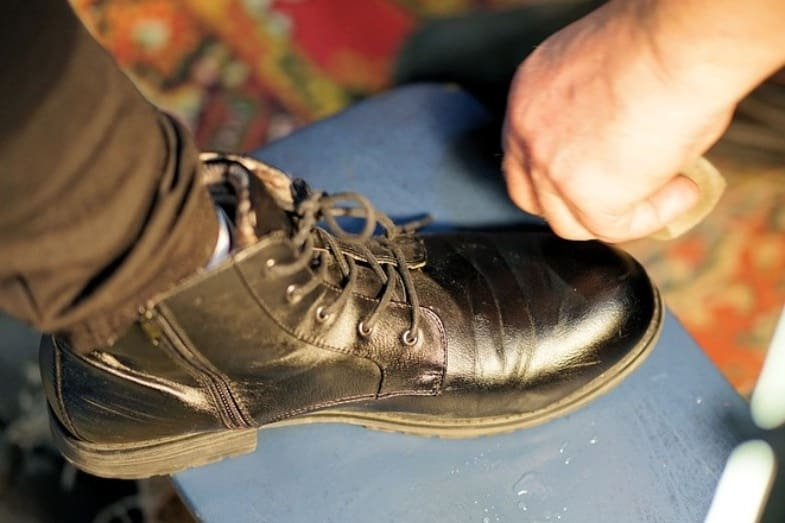 how to clean shoes made of leather