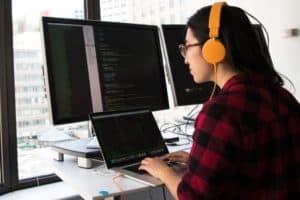 Full Stack Software Engineer Description, Duties, Salary