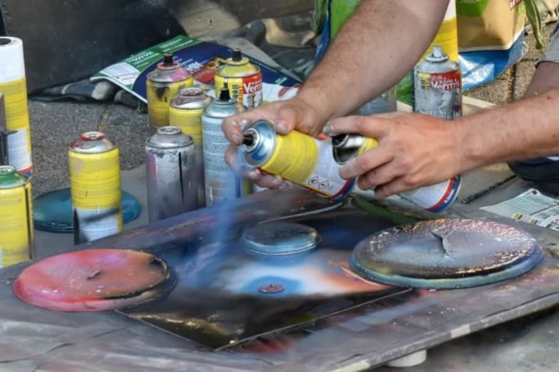 How Long Does Spray Paint Take to Dry? | HowChimp