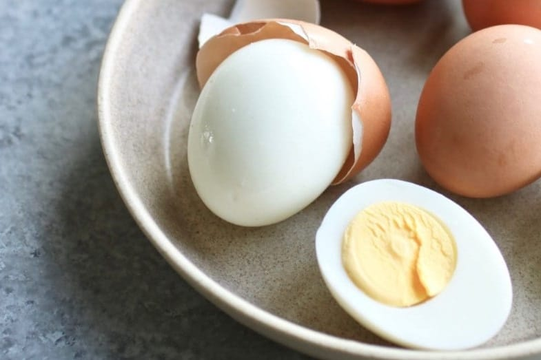 how long hard boiled eggs last when refrigerated