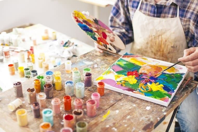 How Long Does It Take for Acrylic Paint to Dry? | HowChimp