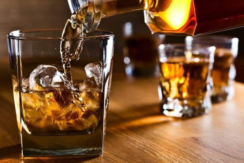 Rum Vs Whiskey - What is the Difference Between Them?