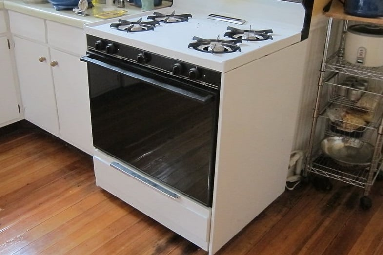 How to Preheat Oven - Electric and Gas | HowChimp