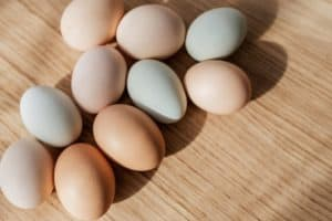 How Long Can Eggs Sit Out? Raw (Fresh) and Cooked (Hard-Boiled)