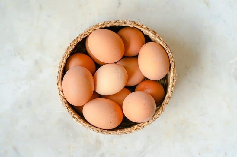 how long can fresh eggs sit out