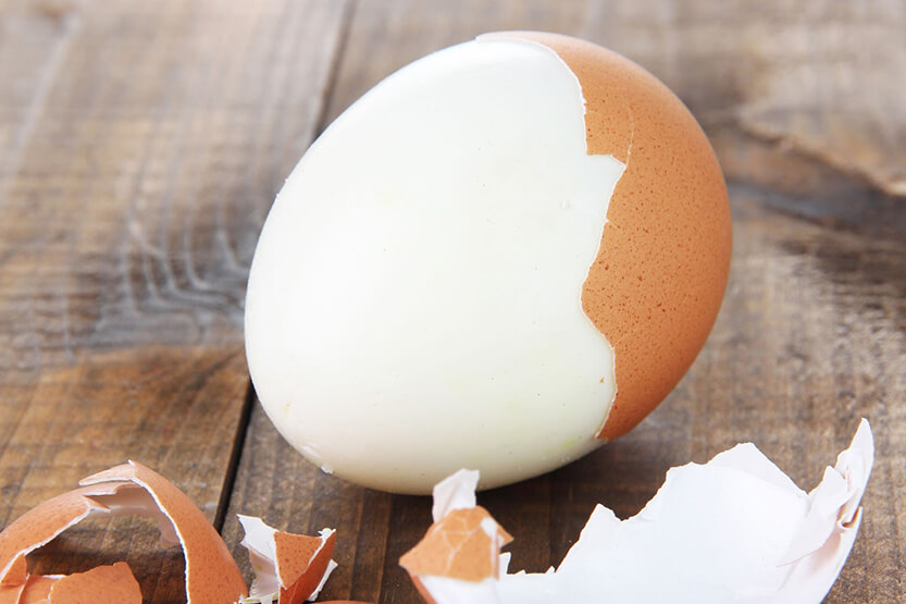 how long can a hard boiled egg sit out