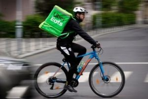 Read more about the article How Much Do Uber Eats Drivers Make?