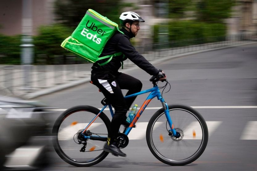 how much do Uber Eats drivers make