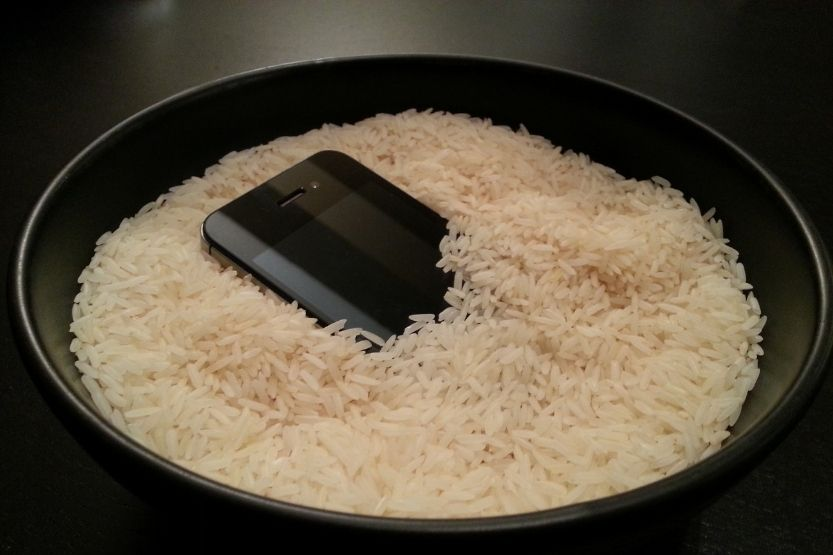 does putting your phone in rice work