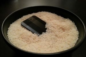 Does Putting Your Phone in Rice Work? [Drying a Wet Phone]