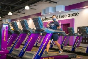 Does Planet Fitness Have a Sauna, Pool, Free Weights, Showers? [Planet Fitness Amenities]