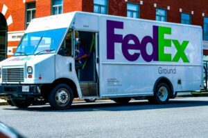 Read more about the article DHL Vs. FedEx Vs. UPS [What Are the Differences? Which is Better?]