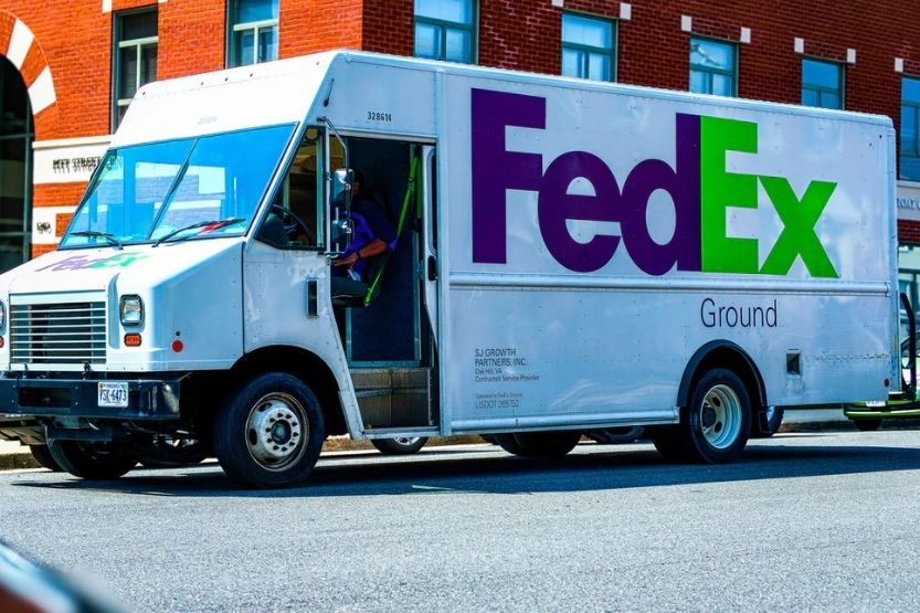 DHL Vs. FedEx Vs. UPS [What Are the Differences? Which is Better?]